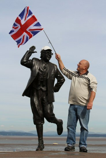 Eric Morecambe Statue and patriotic visitor, Morecambe