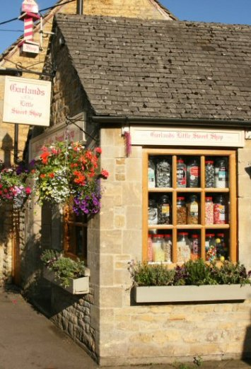 Garlands Little Sweet Shop, Bourton-on-the-Water, Cotswolds