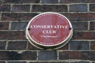 """Plaque on wall of The Big House, 'Conservitive Club', Arnold Bennett's """"Clayhanger"""". Burslem, Stoke-on-Trent"""