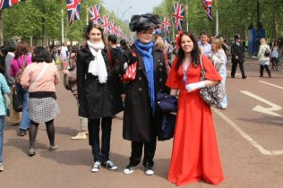 Visitors, The Mall. Royal Wedding, Prince William and Kate, 29th April 2011