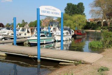 Walton Marina, Walton-on-Thames