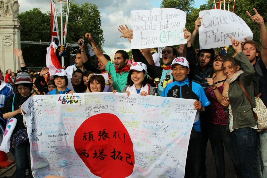 Japanese supporters, Men's 20K Race Walk, Buckingham Palace. London 2012 Olympic Games