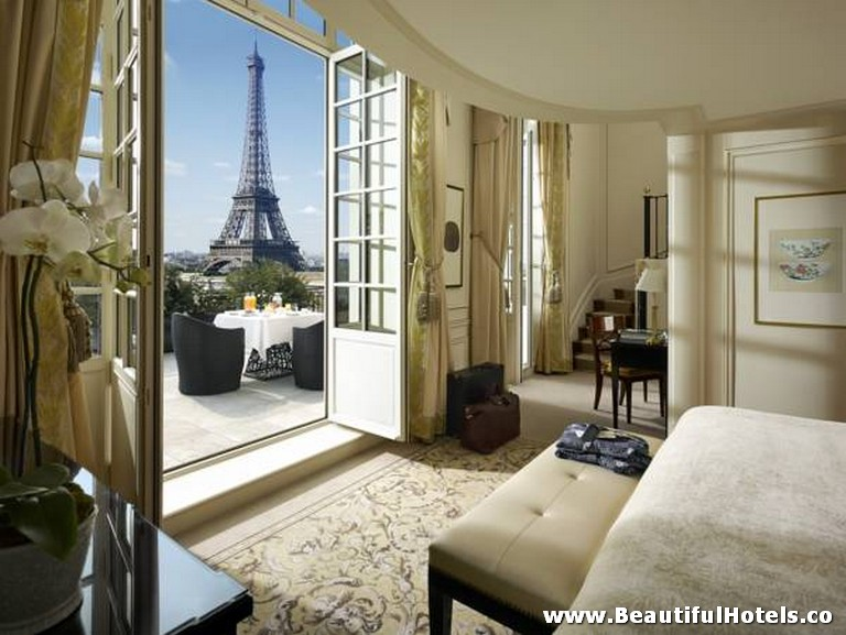 Shangri-La Hotel (Paris, France) *****