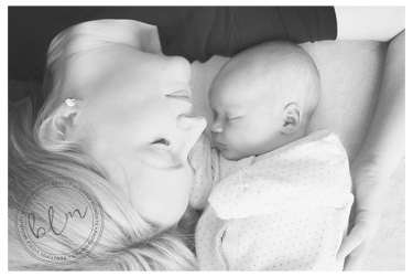 lifestyle-newborn-baby-mum-black-white-banstead-surrey-beautifullittlemoments