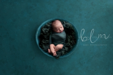 newborn-boy-teal-bowl-fur