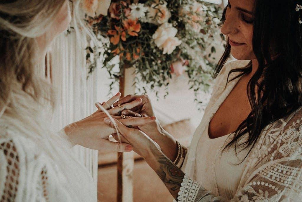 Boho bruiloft haar en makeup