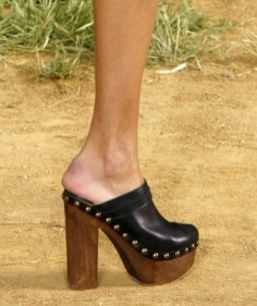 high-wooden-heel-chanel-clogs-women-shoes-trends-fashion-spring-2011