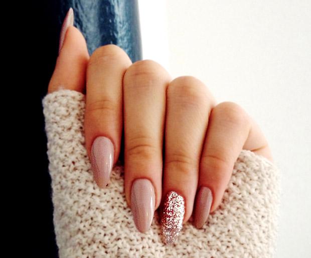 Almond shape nail