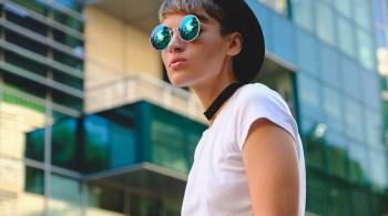 Portrait fashionable woman wearing sunglasses