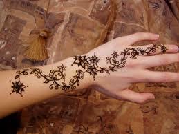 صوره لرسم الحنه على اليدين