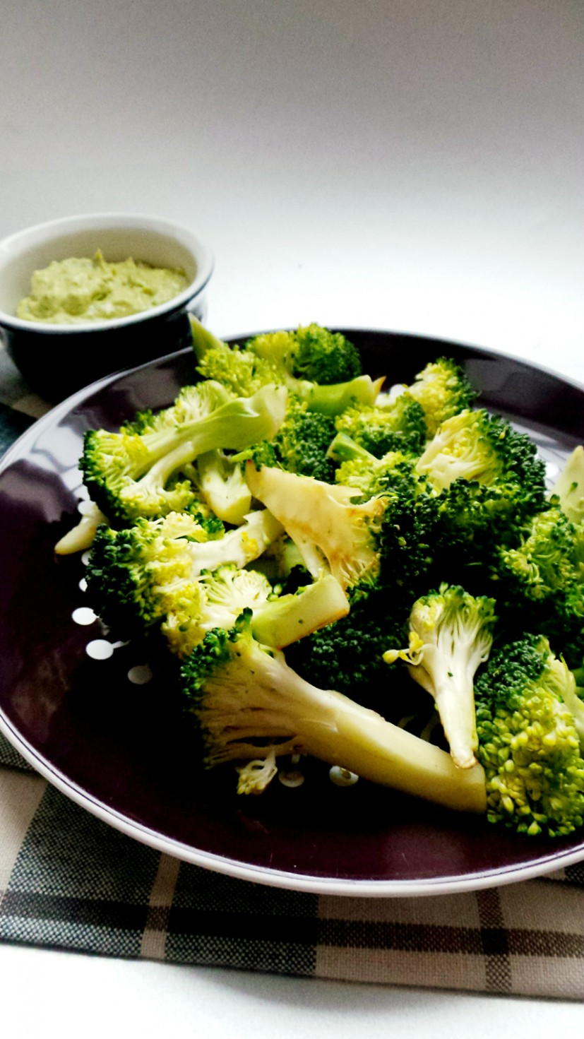 broccoli with dip