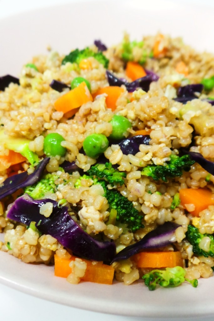 Quick and easy recipe for vegetable fried rice, but with bulgur - for more fiber and more iron! This easy weeknight dinner recipe is quick, super tasty and healthy! It's also vegetarian - use whatever vegetables you have.