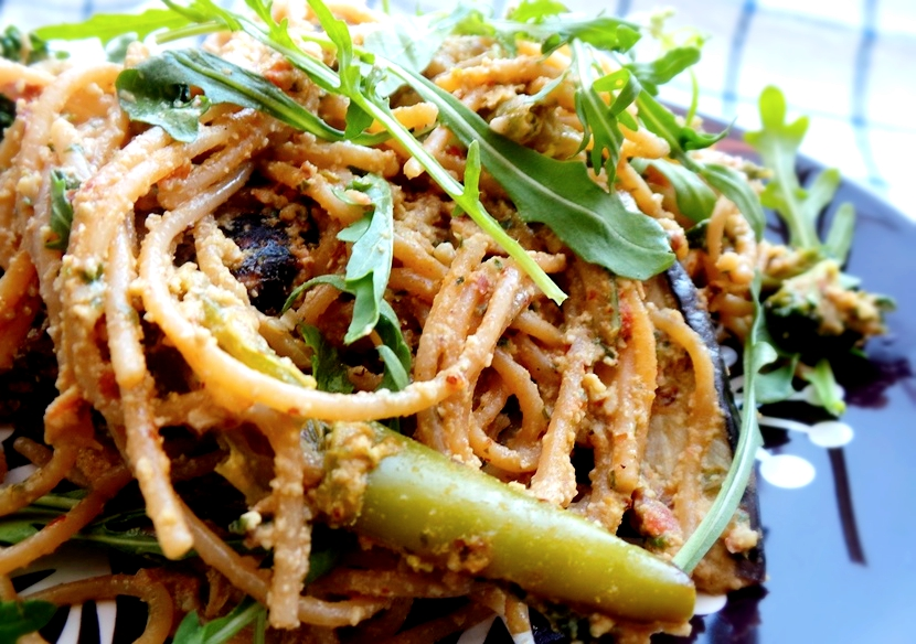 Vegan creamy spaghetti with roasted vegetables