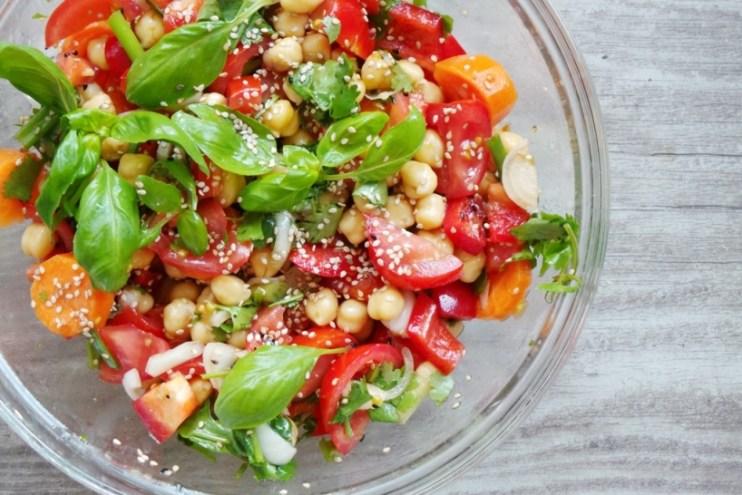 Easy basil, tomato chickpea salad - a delicious healthy salad recipe