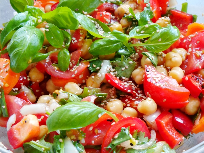 Tomato chickpea salad with basil! This is a refreshing, easy healthy salad that you can share with your family at dinner or have for a light lunch! | chickpea recipe | vegan & gluten-free