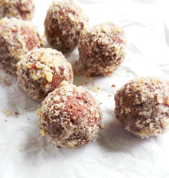vegan, paleo and gluten-free chocolate power balls recipe
