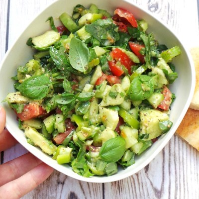 Quick and Tasty Detox Arugula, Avocado and Tomato Salad