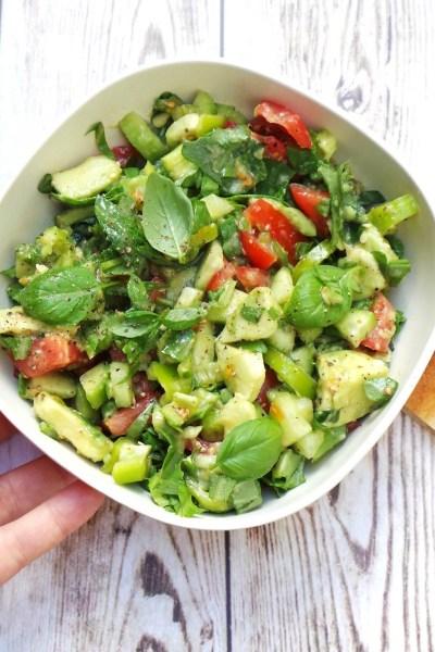 Quick and Tasty Detox Arugula, Avocado and Tomato Salad