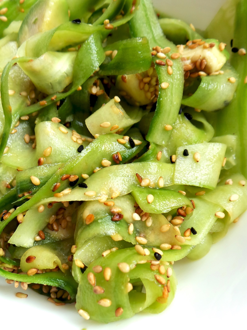 Easy Low-Carb Vegan Salad With Cucumber, Avocado & Sesame Seeds! Try this recipe as a delicious side dish or as a light low-carb dinner recipe! Simple, quick and tasty! | www.beautybites.org | easy low-carb dinner recipe
