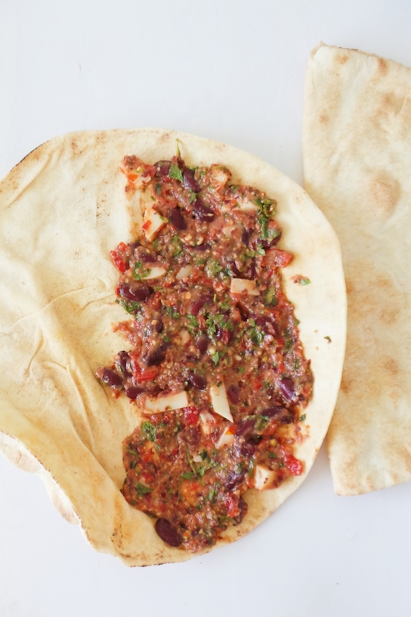 Healthy vegetarian quesadilla recipe with beans! The filling for this easy recipe is beans, vegetables, spices and some cheese! Super delicious and quick healthy lunch if you haven't made anything ahead and want to eat in like 10 minutes! Perfect for Meatless Mondays. | www.beautybites.org
