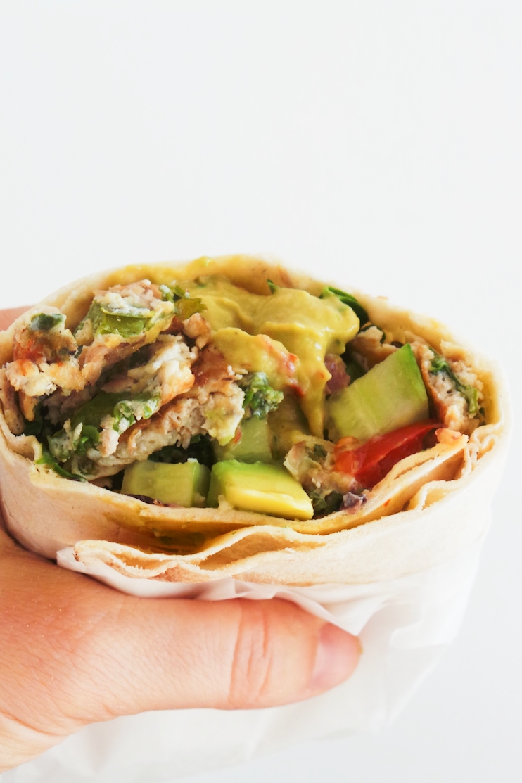 Healthy breakfast wraps with eggs, kale and optionally tuna - delicious healthy savory breakfast that will fill you up! This can also be a good meal prep breakfast recipe. | www.beautybites.org