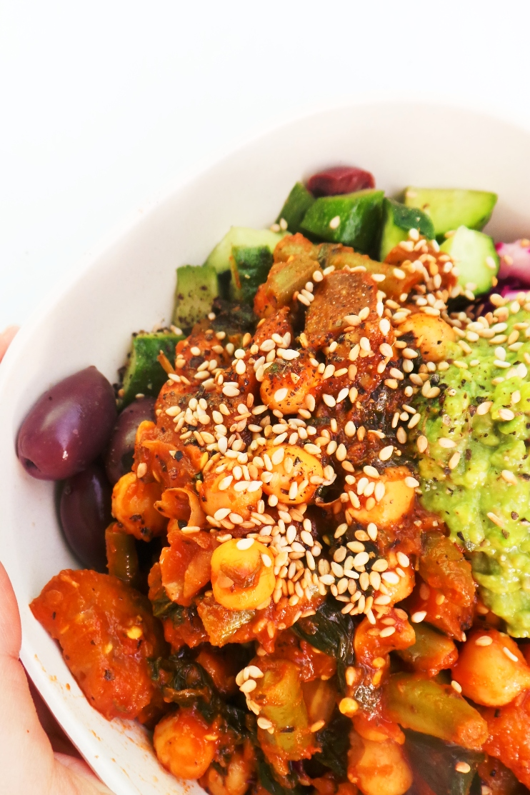 healthy vegan meal prep dinner recipe with chickpeas! Loved this filling and spicy healthy bowl for dinner last week!
