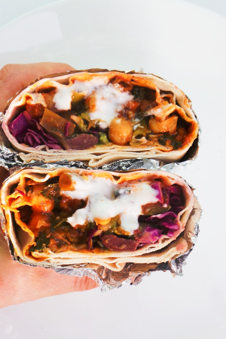 Vegan chickpea wraps: super tasty and healthy chickpea recipe with avocado sauce, so quick and delicious! Great vegan clean eating recipe for lunch or dinner, easy to meal prep.