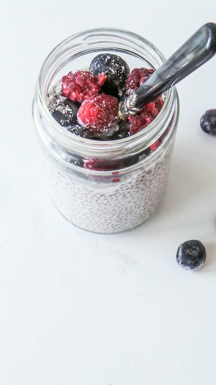 Easy chia pudding recipe - quick, easy healthy breakfast that you can make the night before and eat on the go! This recipe is also great for a healthy snack, especially during summer! With vanilla and berries this chia pudding is light and refreshing!