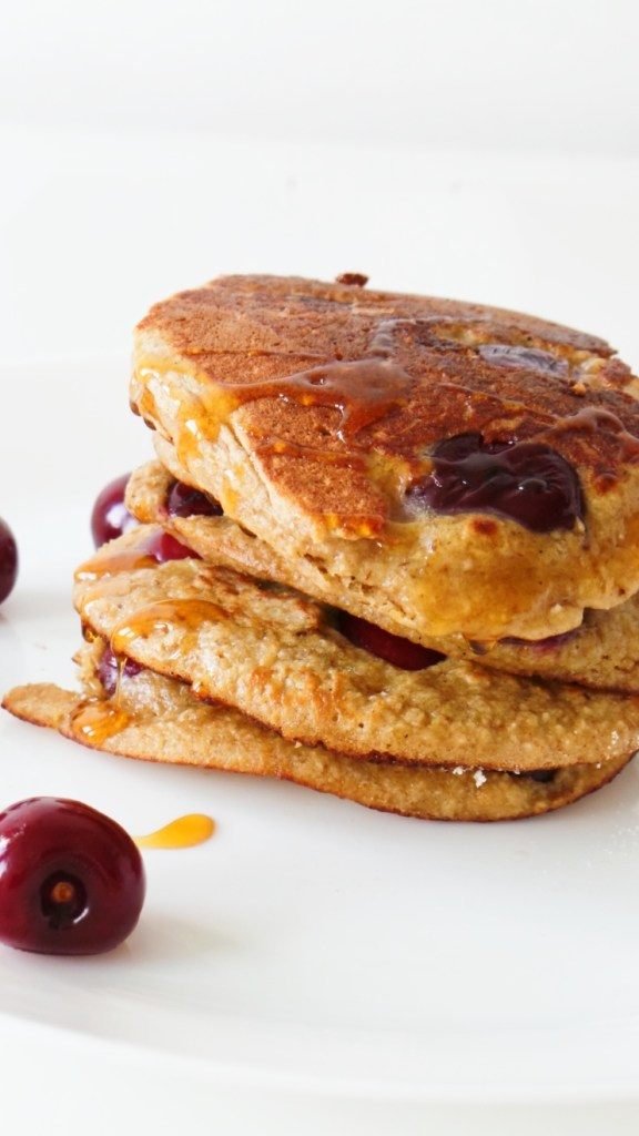 Healthy cherry pancakes! Made with oats, yogurt and honey these are an easy healthy breakfast that you can eat on the go! Ready in 10 minutes, also great for toddlers and kids!