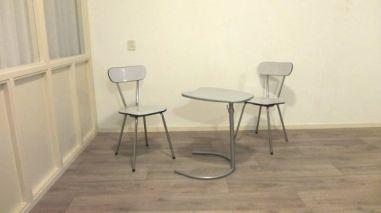 stoelen en tafeltje