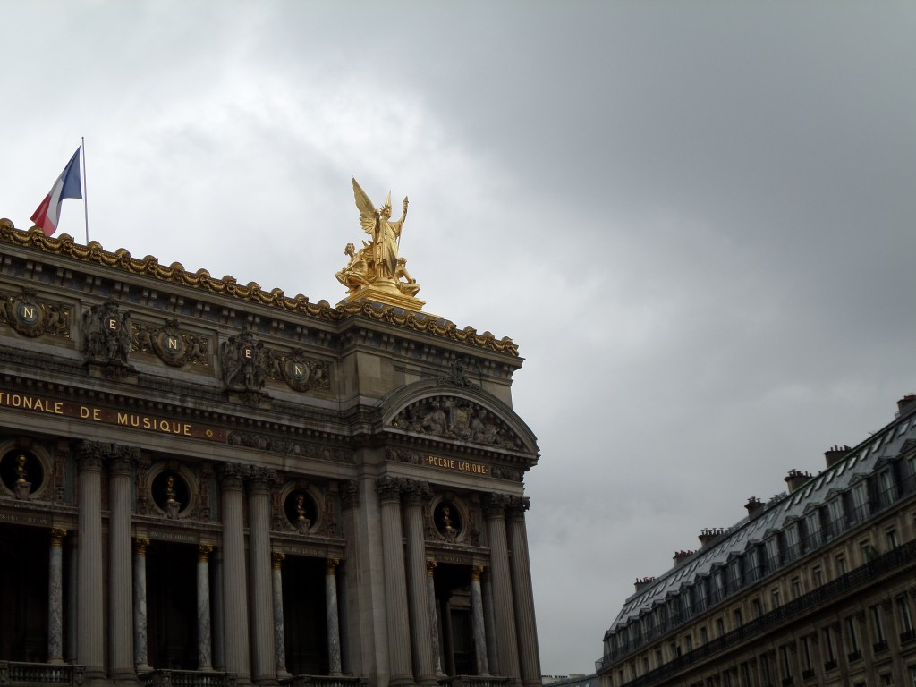 In Paris, we love, love, LOVE topping buildings with gold. Beautiful ♥