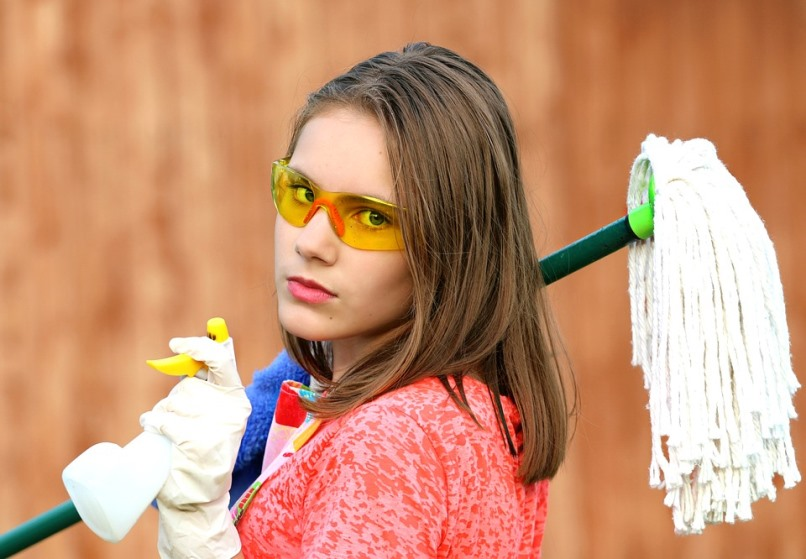 Girl Eco-Cleaning