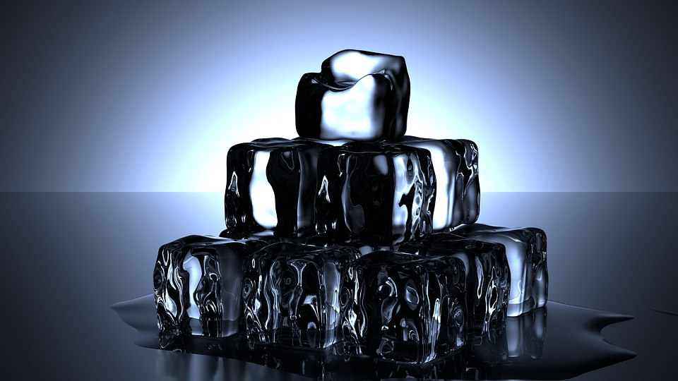 Are You Confused to Use Heat or Ice When Injured? Ice Cubes