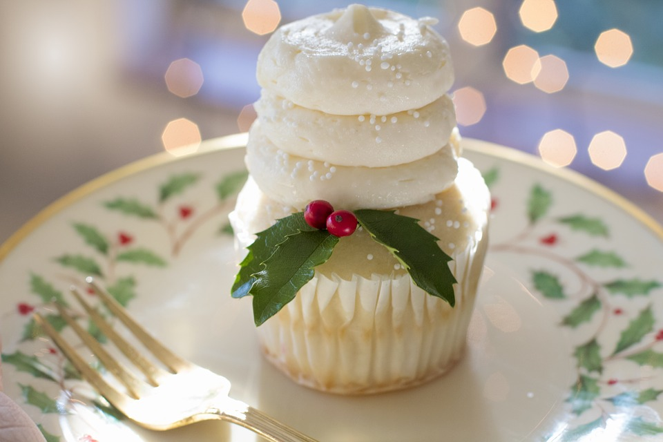 How to Prevent Overeating at Holiday Parties Plate