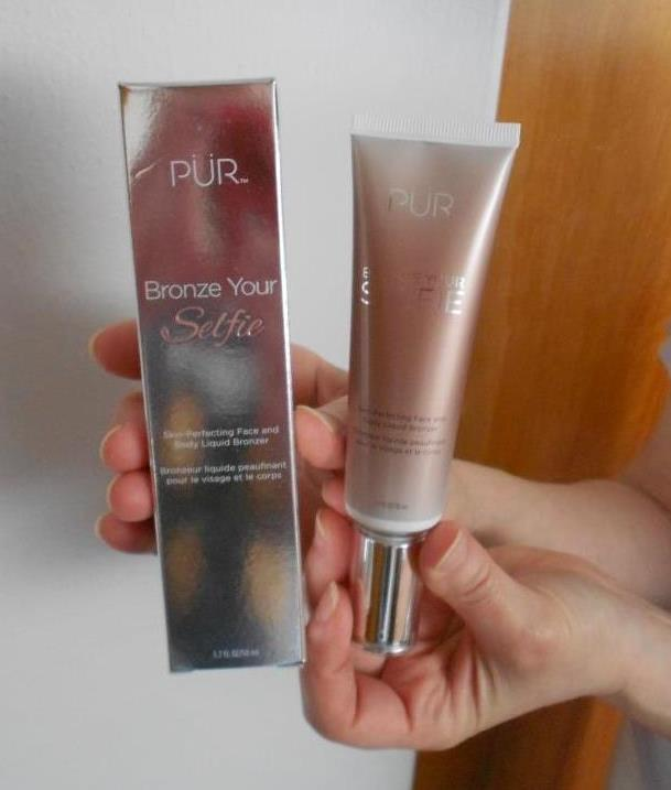 Bronzer for How to Make Your Own Shimmering Body Lotion