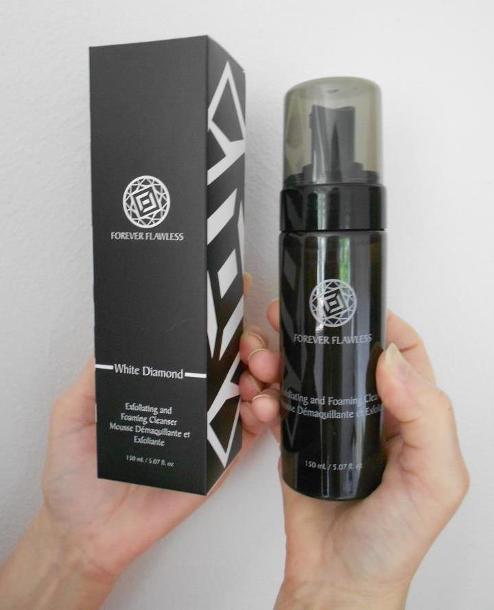 Forever Flawless Exfoliating & Foaming Cleanser