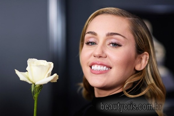 Miley Cyrus gloss labial rosado