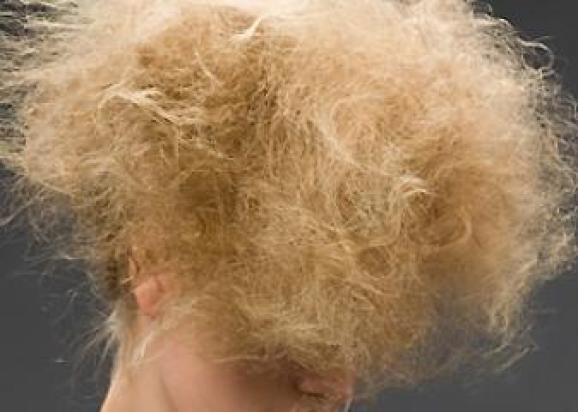 cabelo loiro destruido