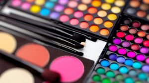 O que levar em conta antes de comprar uma maquiagem?