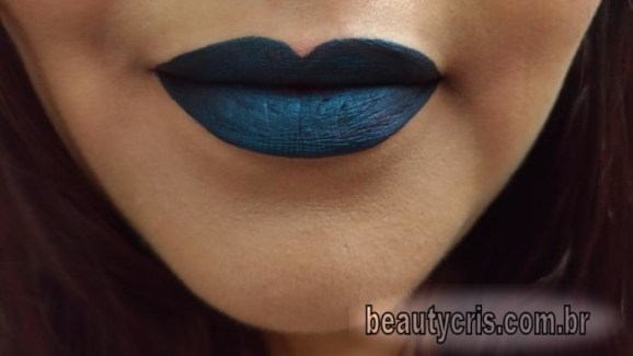 resenha batom azuluz qdb