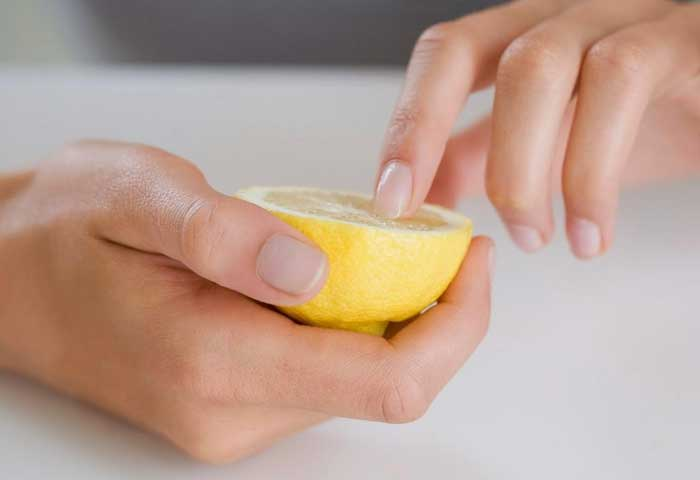 lemon-to-strengthen-nails-at-home