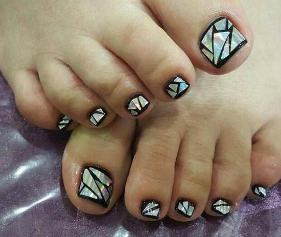 Black Broken Gl Toe Nail Art Design
