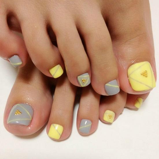 Cute Pastel yellow and gray Toe Nail Design