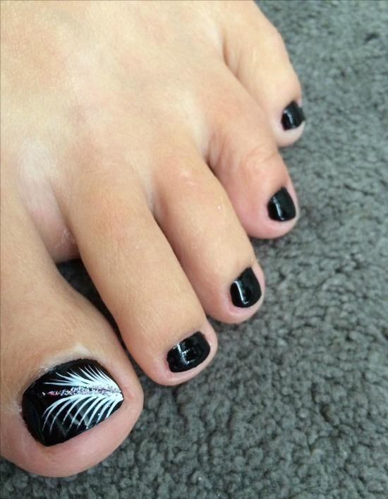 feather toe nail design