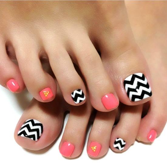 Goemetric Toe Nail Art