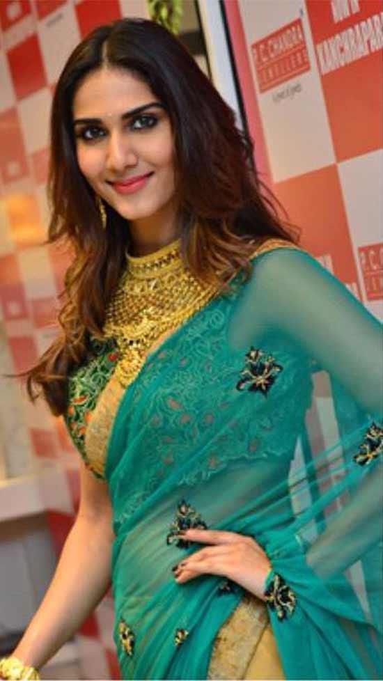 Vaani-Kapoor-In-Designer-Cream-And-Green-Half-And-Half-Saree