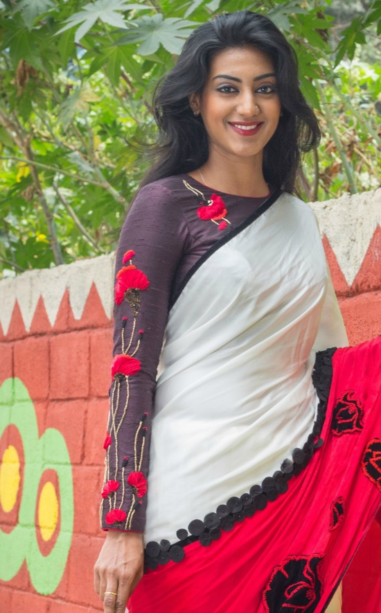 A Strike Of Contrast Red And White Saree And Full Sleeve Embroidery Blouse