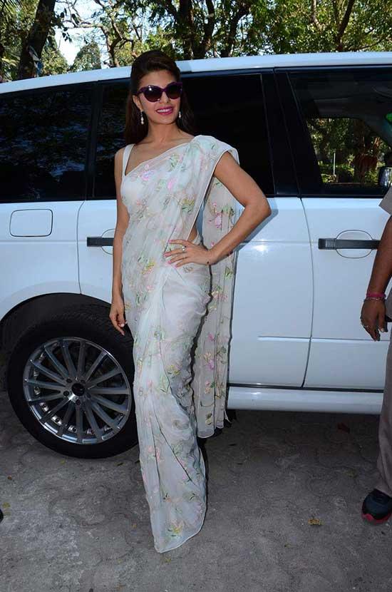 Jacqueline Fernandez In Floral Print White Saree