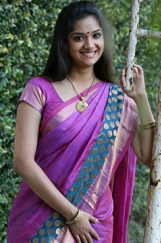 Keerthy-Suresh-in-merun-saree