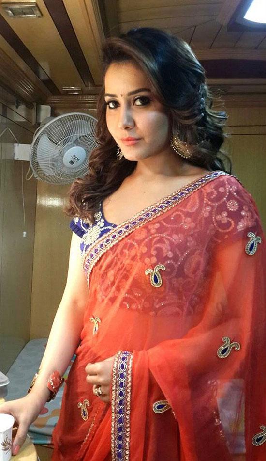 Rashi-Khanna-In-Red Saree